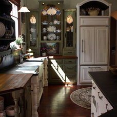 Farmhouse Kitchen by Absolute Cabinets & Design