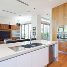 Modern Kitchen by Instyle Indulgence Interiors