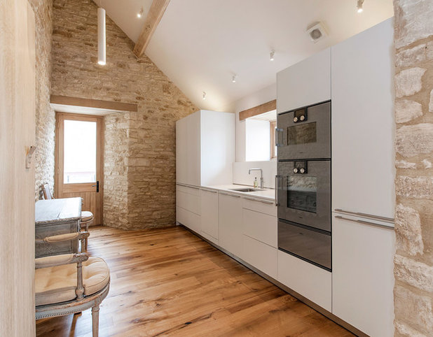 Farmhouse Kitchen by Yiangou Architects