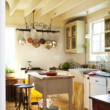 Farmhouse Kitchen by JV Design