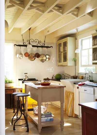 Farmhouse Kitchen by JV Design