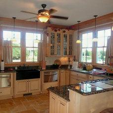 Traditional Kitchen by Florez Design Studio, Inc