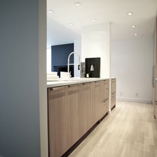 Modern Kitchen by Gaile Guevara