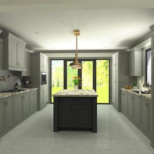 Diseño de cocina de galera, clásica renovada, de tamaño medio, cerrada, con fregadero encastrado, armarios estilo shaker, puertas de armario grises, encimera de mármol, salpicadero verde, salpicadero de azulejos de cerámica, electrodomésticos con paneles, suelo de terrazo y una isla