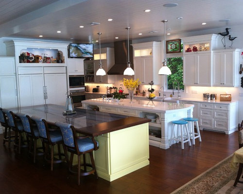 3 947 tropical kitchen design ideas remodel pictures houzz for Tropical kitchen decor