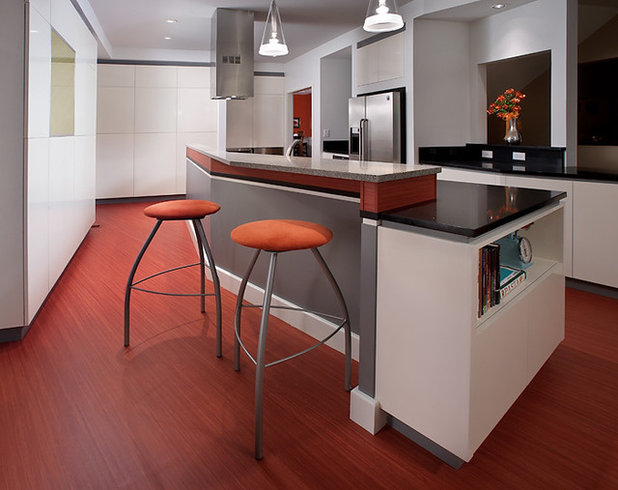 7 kitchen flooring materials to boost your cooking comfort for Kitchen linoleum tiles