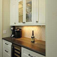 Transitional Kitchen by Kitchen Design Partners Inc.