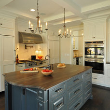 Transitional Kitchen by Kitchen Design Partners Inc.