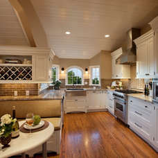Traditional Kitchen by Keeping Interiors