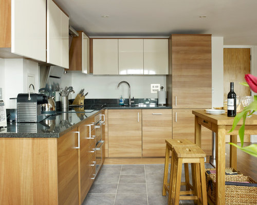 Small Urban L Shaped Porcelain Floor Eat In Kitchen Photo In London With An