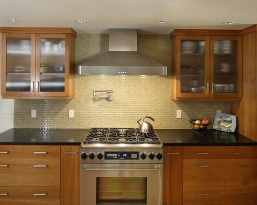 Glass tile backsplash houzz for Kitchen backsplash images on houzz