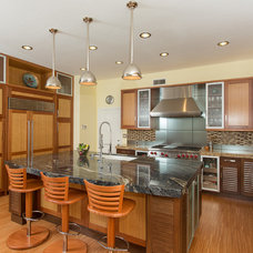 Midcentury Kitchen by Sea Pointe Construction