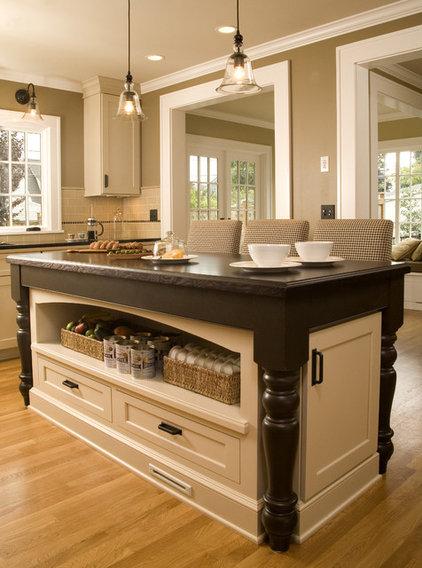 Traditional Kitchen by Kayron Brewer, CKD, CBD / Studio K B