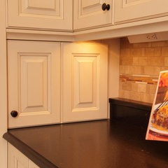 traditional kitchen by Sawhill - Custom Kitchens & Design, Inc.