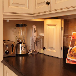 Traditional kitchen pictures - Elegant kitchen photo in Minneapolis with black countertops
