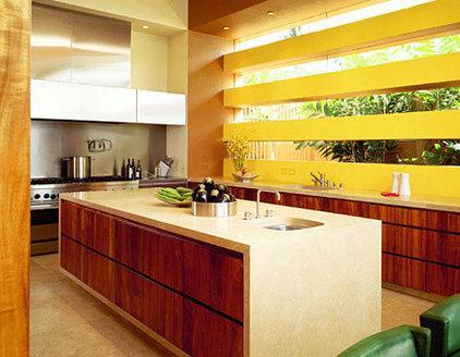 Modern Kitchen by RYAN ASSOCIATES GENERAL CONTRACTORS