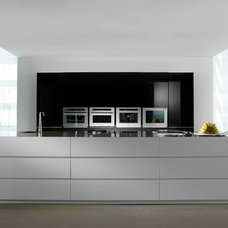 Modern Kitchen by Trenzgroup