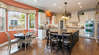 Island Queen- Colorful Kitchen & Great Room