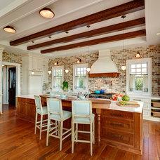Beach Style Kitchen by Herlong & Associates Architects + Interiors