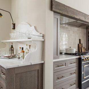 Ejemplo de cocina comedor clásica renovada, grande, con fregadero bajoencimera, armarios con paneles empotrados, puertas de armario grises, encimera de mármol, salpicadero verde, salpicadero de azulejos de cerámica, suelo de baldosas de porcelana y electrodomésticos negros