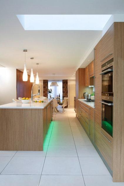 Contemporary Kitchen by Morph Interior Ltd