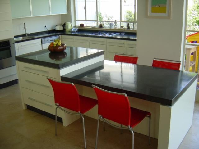 Contemporary Kitchen by Dan and Hila Israelevitz- Architects