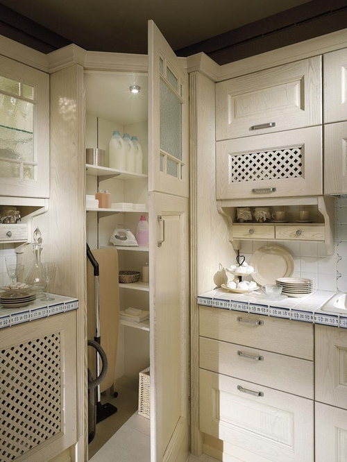 Best Corner Pantry Closet Design Ideas & Remodel Pictures | Houzz