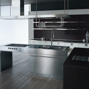 Inspiration for a modern kitchen remodel in Miami