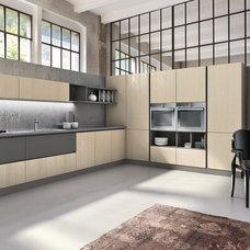 Modern Kitchen by Yamini Kitchens & More