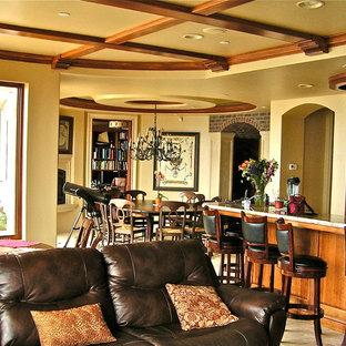 サンルイスオビスポの大きい地中海スタイルのおしゃれなキッチン (レイズドパネル扉のキャビネット、中間色木目調キャビネット、御影石カウンター、マルチカラーのキッチンパネル、石タイルのキッチンパネル、シルバーの調理設備の、トラバーチンの床) の写真