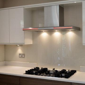 """""""IVORY PALACE"""" DULUX colour glass kitchen splashback"""