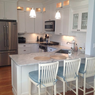 Example of a classic kitchen design in Boston