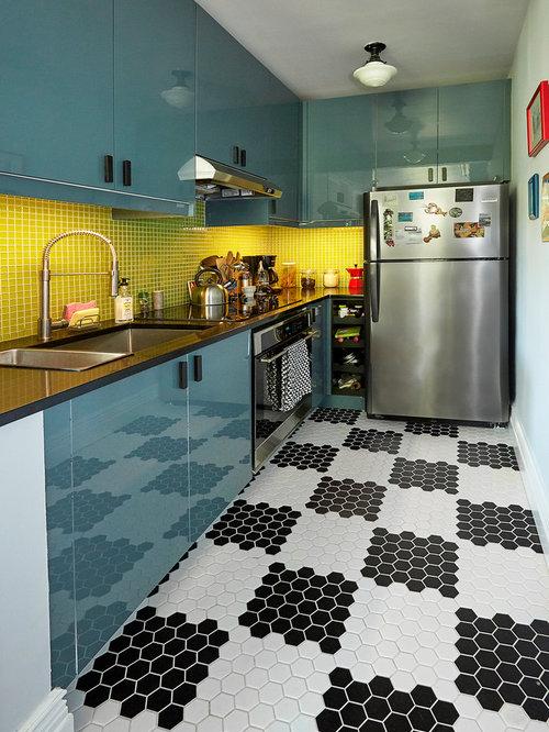 Küchen mit Küchenrückwand in Grün und Glas-Arbeitsplatte Ideen ...