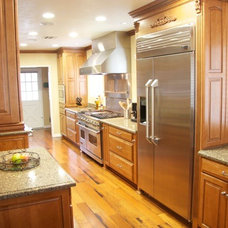 Traditional Kitchen by Harding Construction & Sustainable Solutions