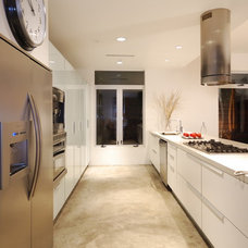 Modern Kitchen by DLFstudio