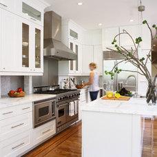 Modern Kitchen by Heather Hilliard Design