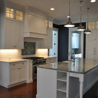 Example of a classic kitchen design in Charleston