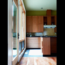 Contemporary Kitchen by James Hill Architect, AIA