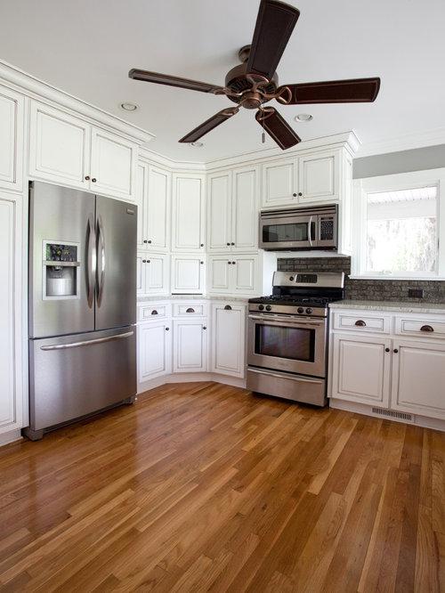 kolonialstil k chen mit gelben schr nken ideen design. Black Bedroom Furniture Sets. Home Design Ideas