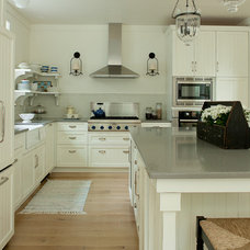 Farmhouse Kitchen by jamesthomas, LLC