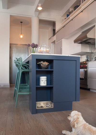Transitional Kitchen by Architecture in Formation