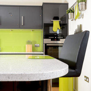 Jazz up your grey gloss kitchen with a zesty twist of lime