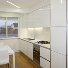 Modern Kitchen by Archimais