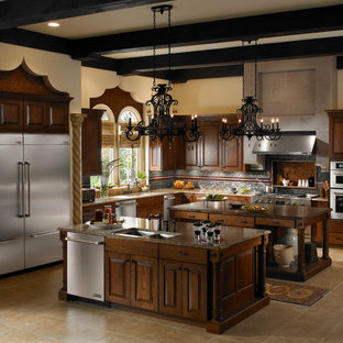 Kitchen - traditional kitchen idea in Los Angeles