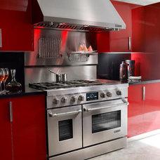 Modern Kitchen by Universal Appliance and Kitchen Center