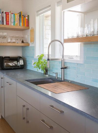 Contemporary Kitchen by Hello Kitchen