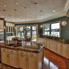 Traditional Kitchen by Heritage Woodworks