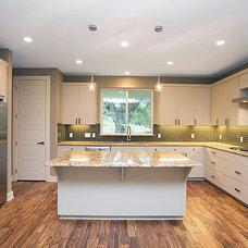 Contemporary Kitchen by Gossett Jones Homes