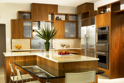 Contemporary Kitchen by LKID