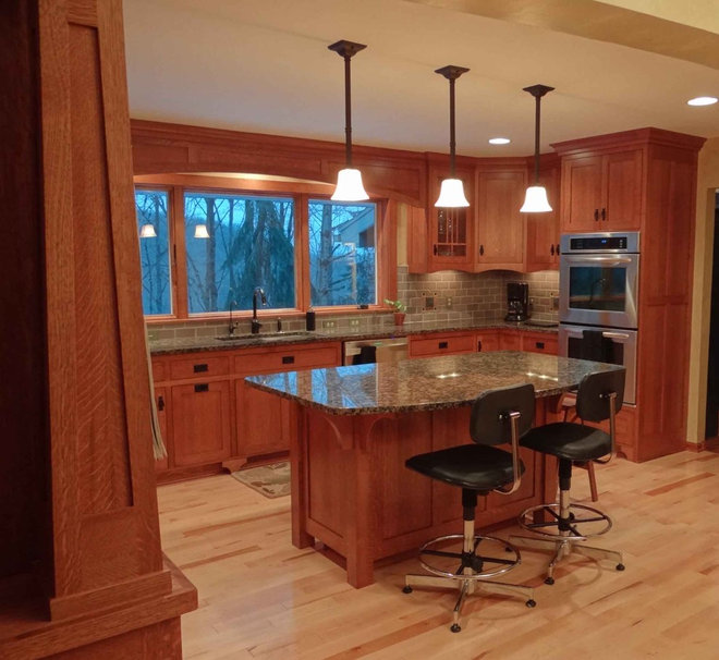 Traditional Kitchen by Design Plus Architecture